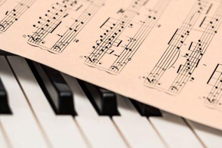 Pack Música (en dos años) Primer año En tres pagos de 240 euros cada uno